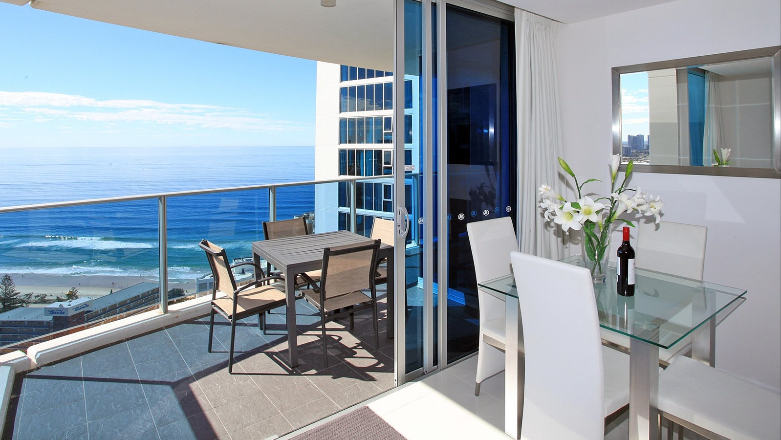 Holiday Holiday - H Residences above Hilton Surfers Paradise building